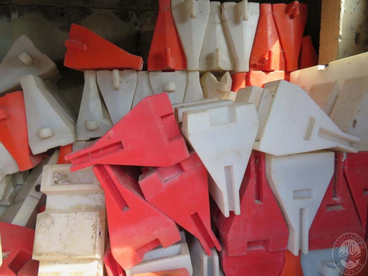 Rimanenze di materiale da costruzione + new jersey vari   VENDITA ONLINE 5