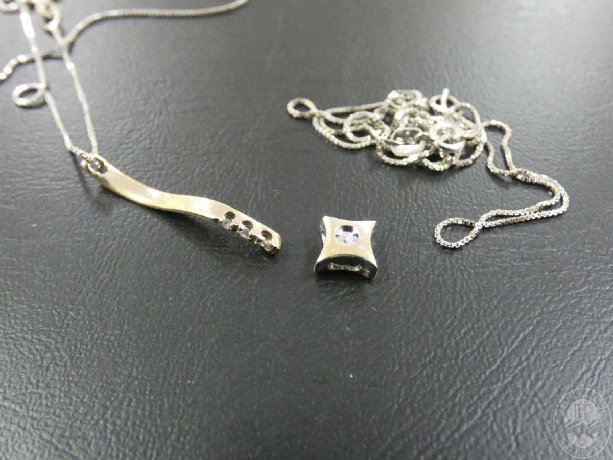 Rif. 13) N. 2 ciondoli con collane in oro con pietre  GARA DI VENDITA SABATO 7 DICEMBRE 2019 0