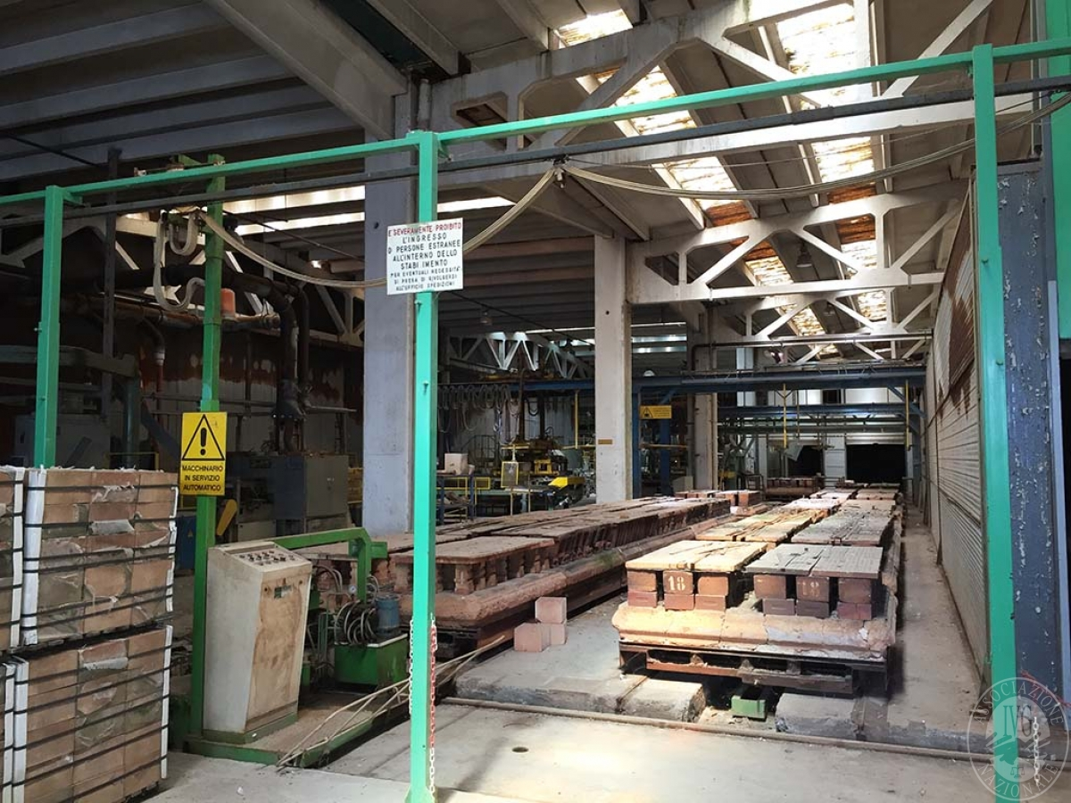 Complesso industriale a RADICOFANI in Zona Produttiva Val di Paglia 8