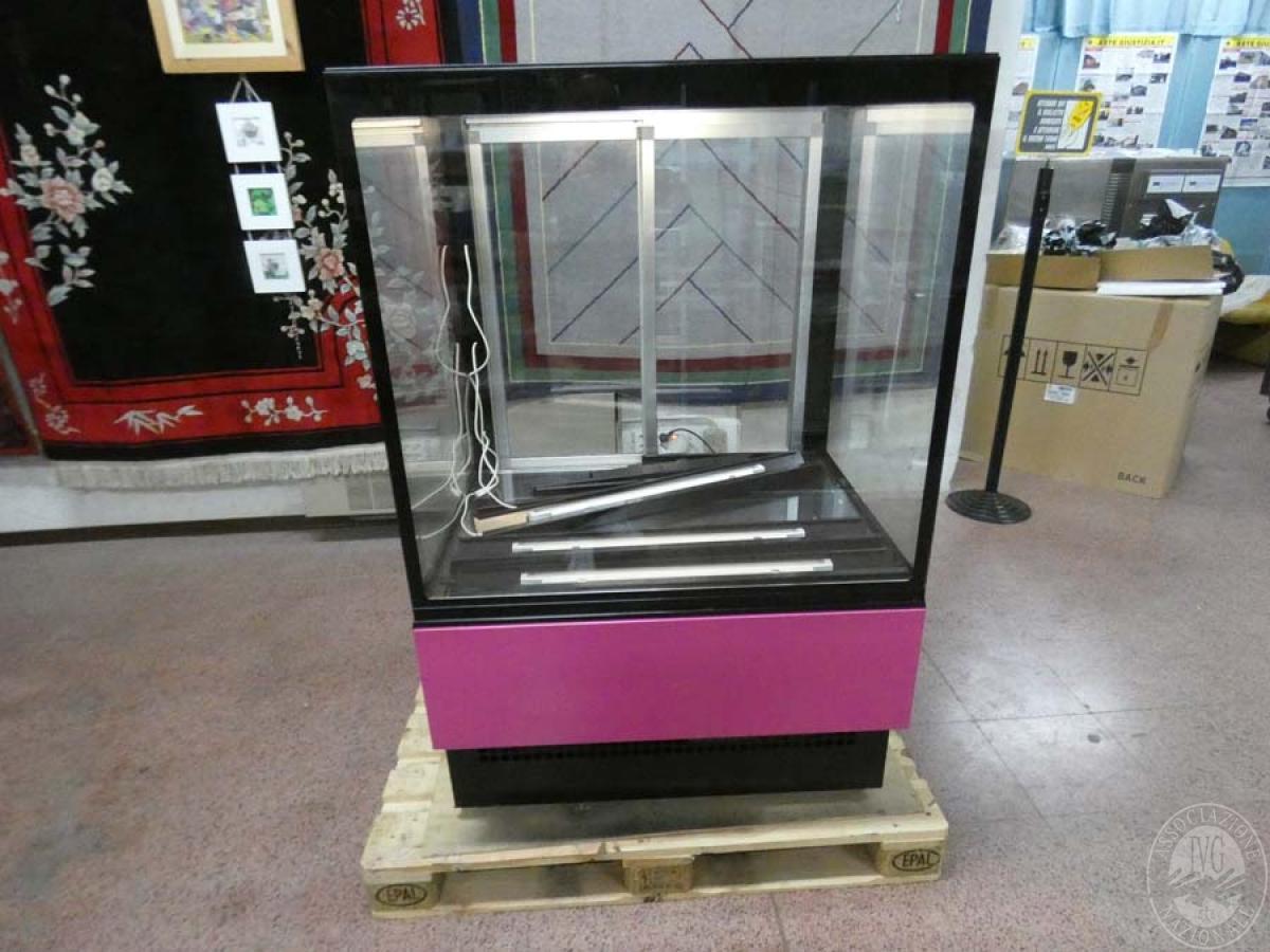 Rif. 69) Vetrina esposizione frigorifero   GARA DI VENDITA SABATO 8 FEBBRAIO 2020