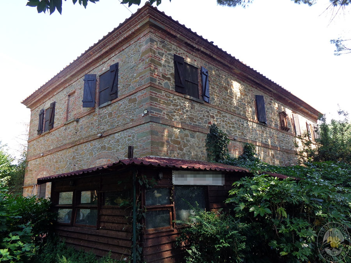 Appartamento, ristorante, terreni a MARCIANO DELLA CHIANA in Via dell'Esse