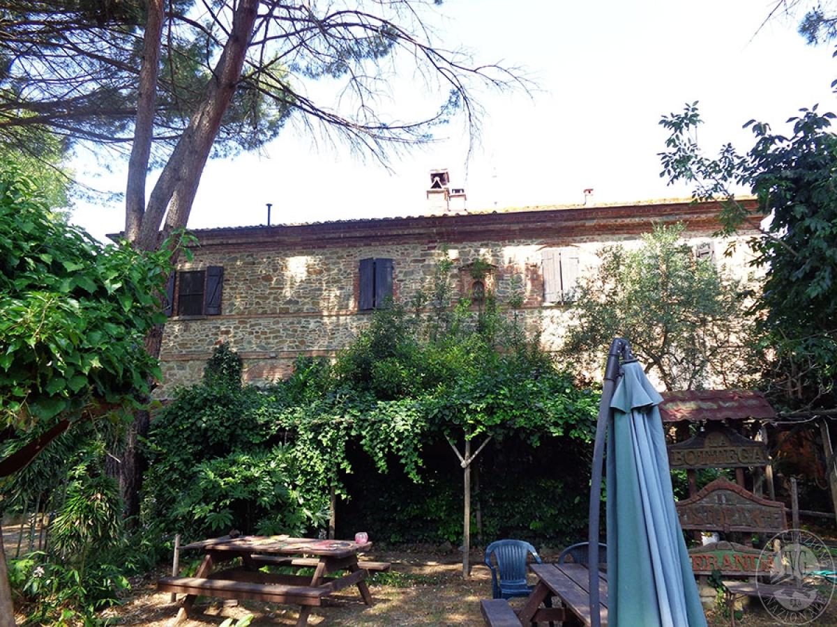 Appartamento, ristorante, terreni a MARCIANO DELLA CHIANA in Via dell'Esse 0