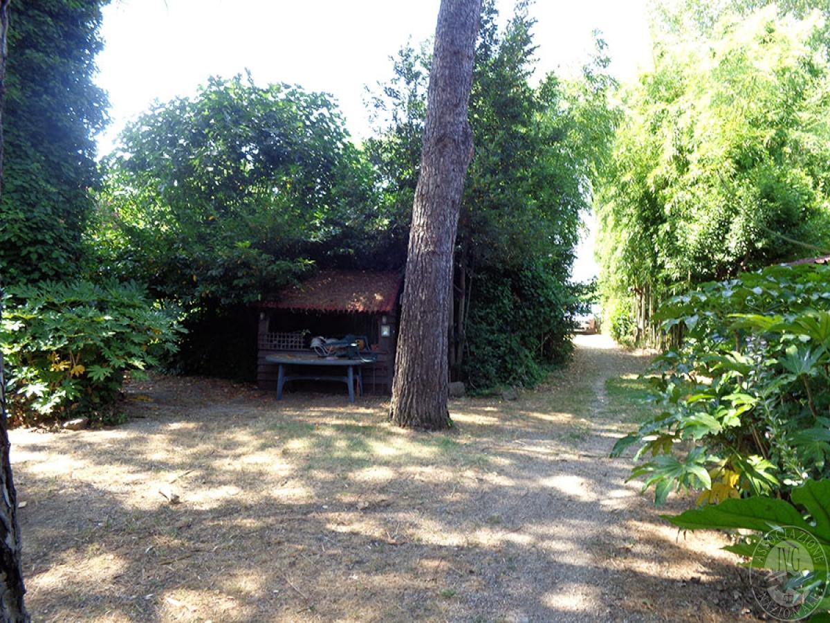 Appartamento, ristorante, terreni a MARCIANO DELLA CHIANA in Via dell'Esse 4