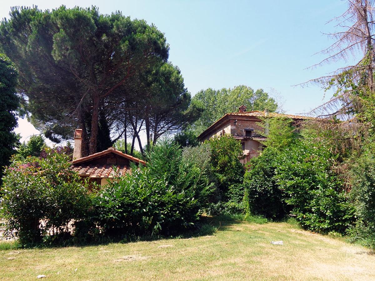 Appartamento, ristorante, terreni a MARCIANO DELLA CHIANA in Via dell'Esse 16