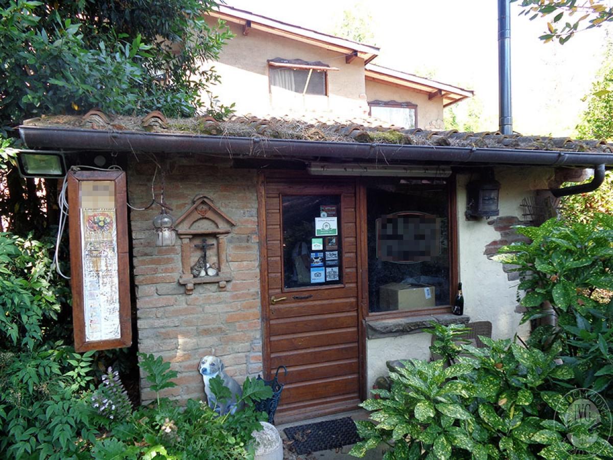 Appartamento, ristorante, terreni a MARCIANO DELLA CHIANA in Via dell'Esse 18