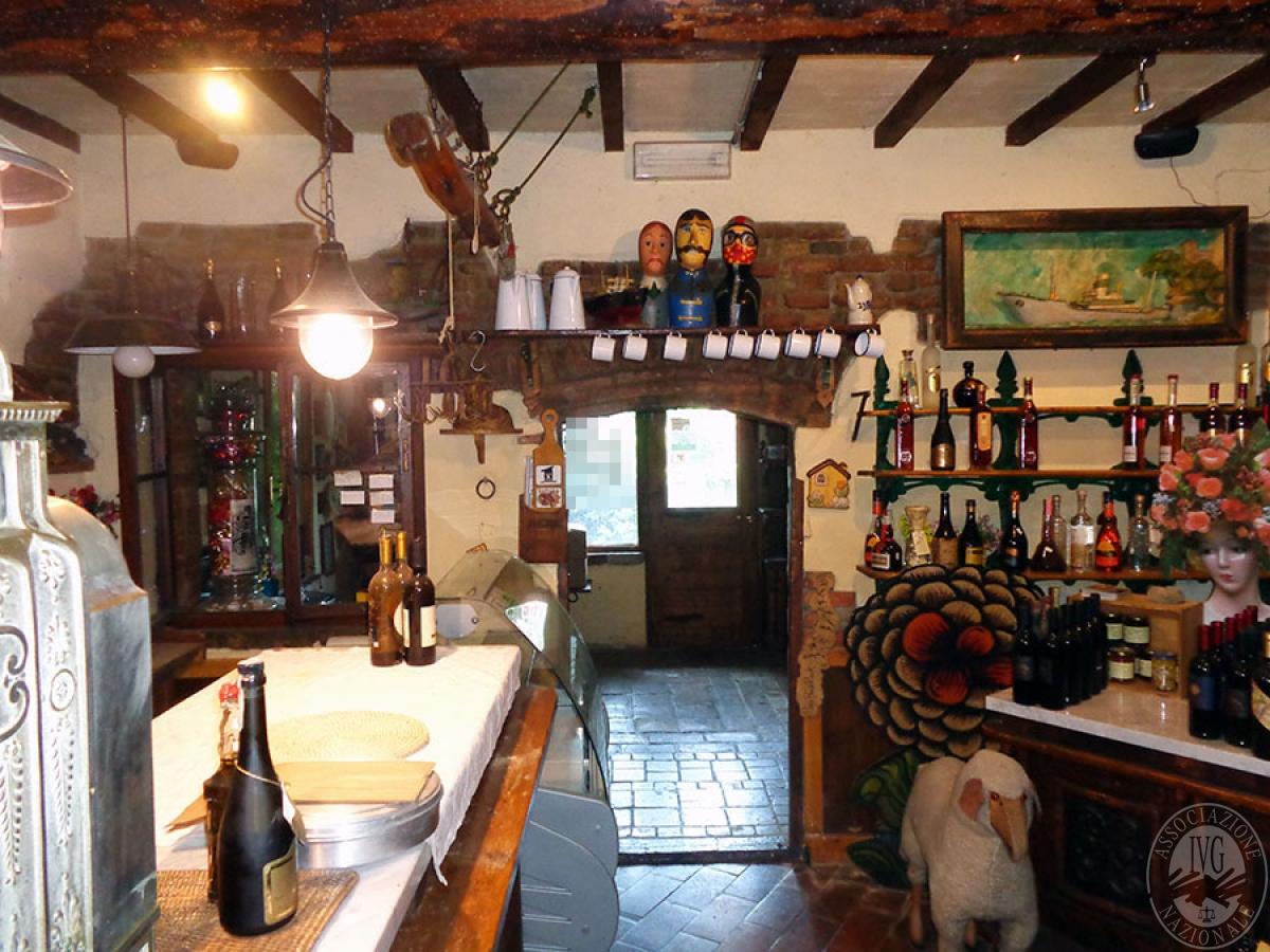 Appartamento, ristorante, terreni a MARCIANO DELLA CHIANA in Via dell'Esse 22
