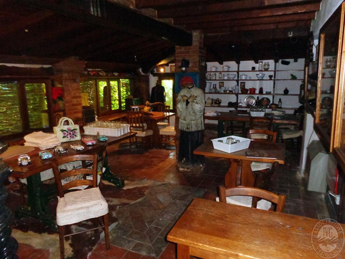 Appartamento, ristorante, terreni a MARCIANO DELLA CHIANA in Via dell'Esse 24
