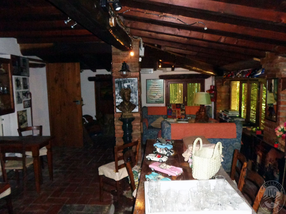 Appartamento, ristorante, terreni a MARCIANO DELLA CHIANA in Via dell'Esse 25