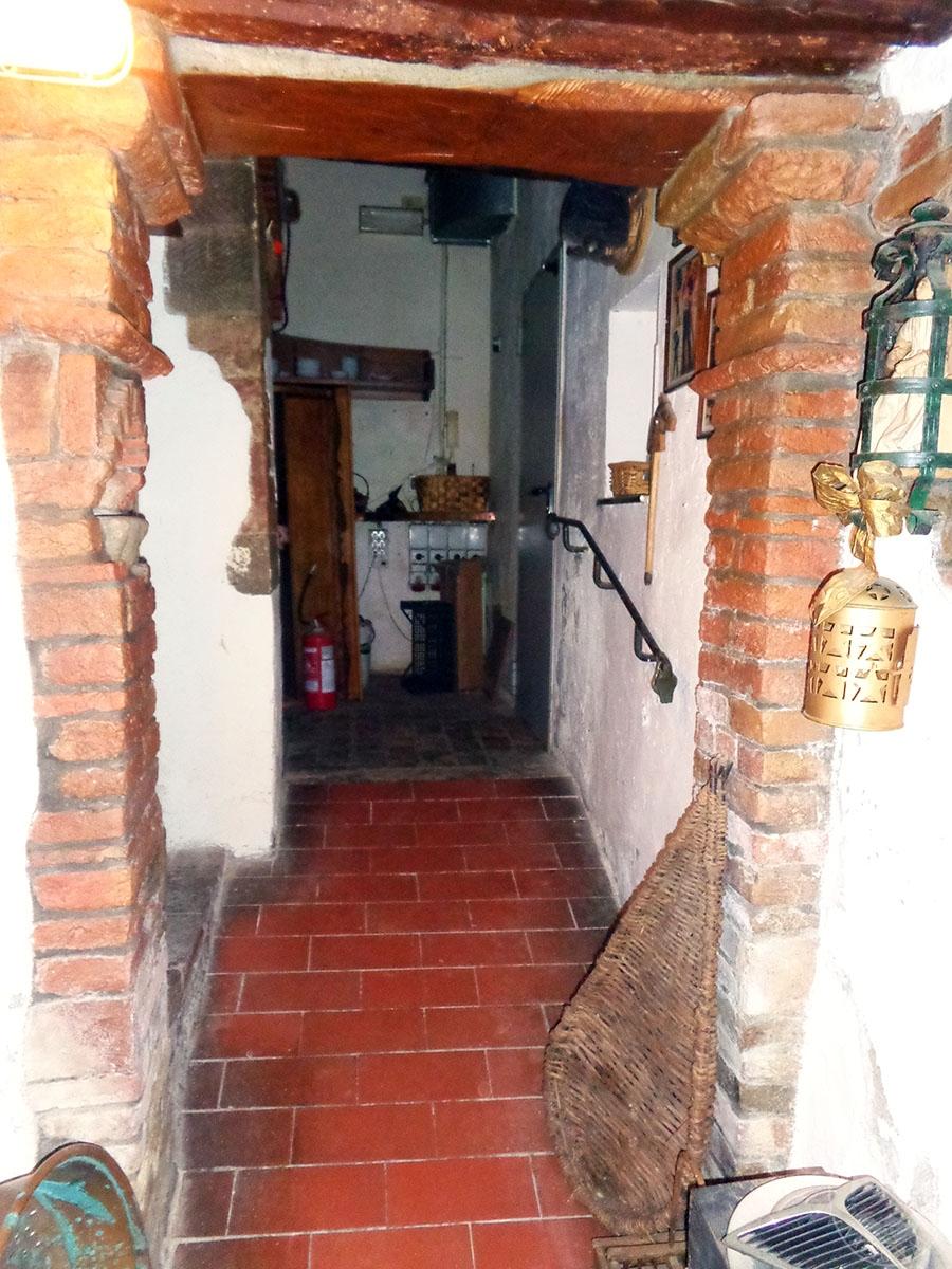 Appartamento, ristorante, terreni a MARCIANO DELLA CHIANA in Via dell'Esse 28