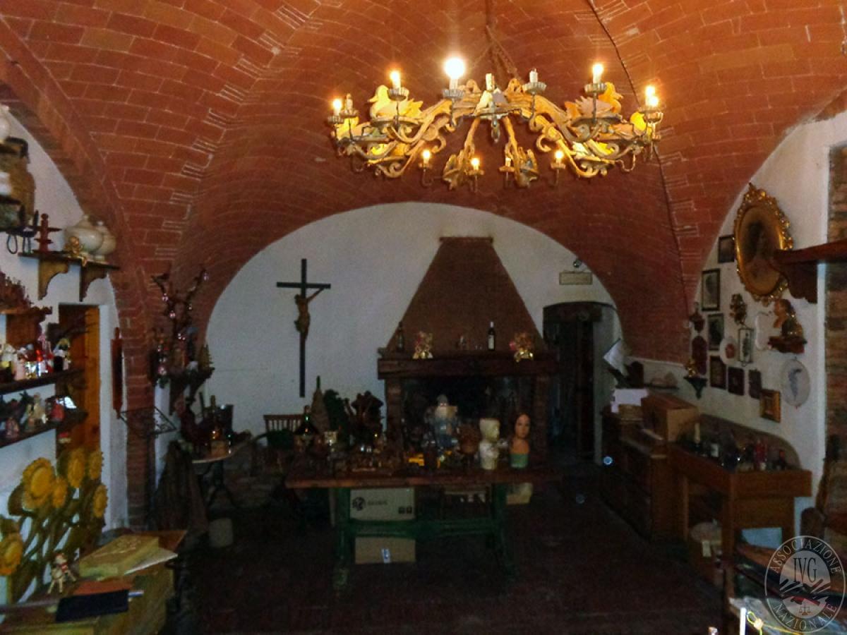 Appartamento, ristorante, terreni a MARCIANO DELLA CHIANA in Via dell'Esse 34