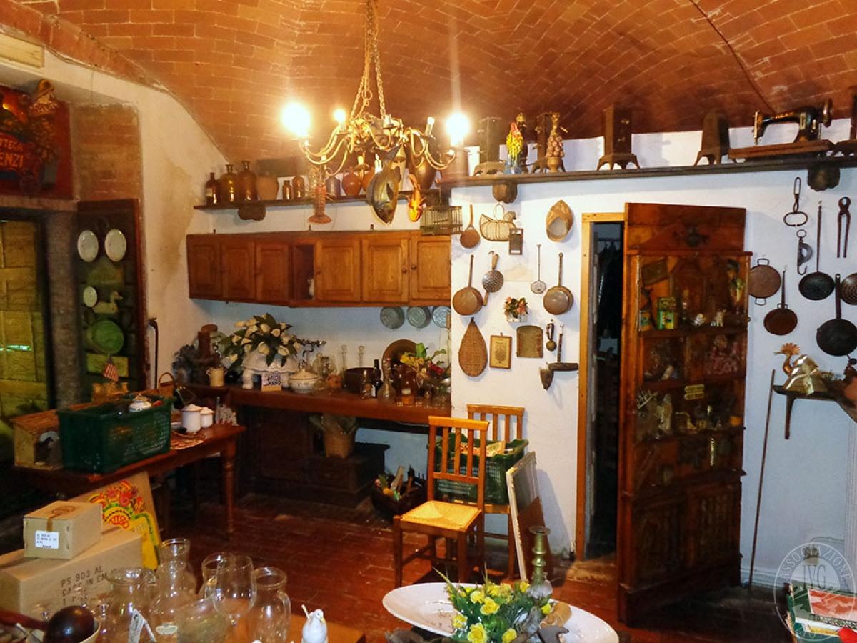 Appartamento, ristorante, terreni a MARCIANO DELLA CHIANA in Via dell'Esse 36