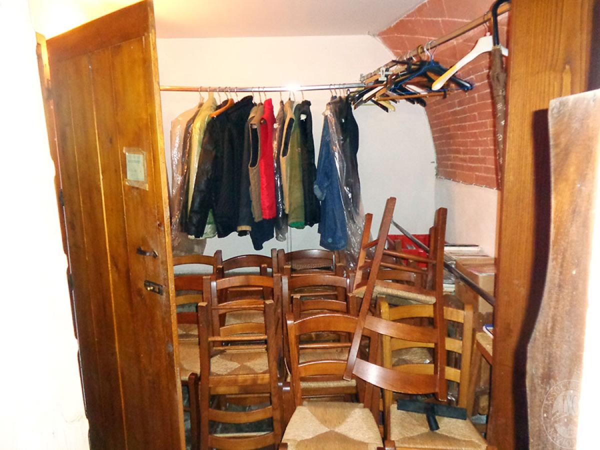 Appartamento, ristorante, terreni a MARCIANO DELLA CHIANA in Via dell'Esse 37