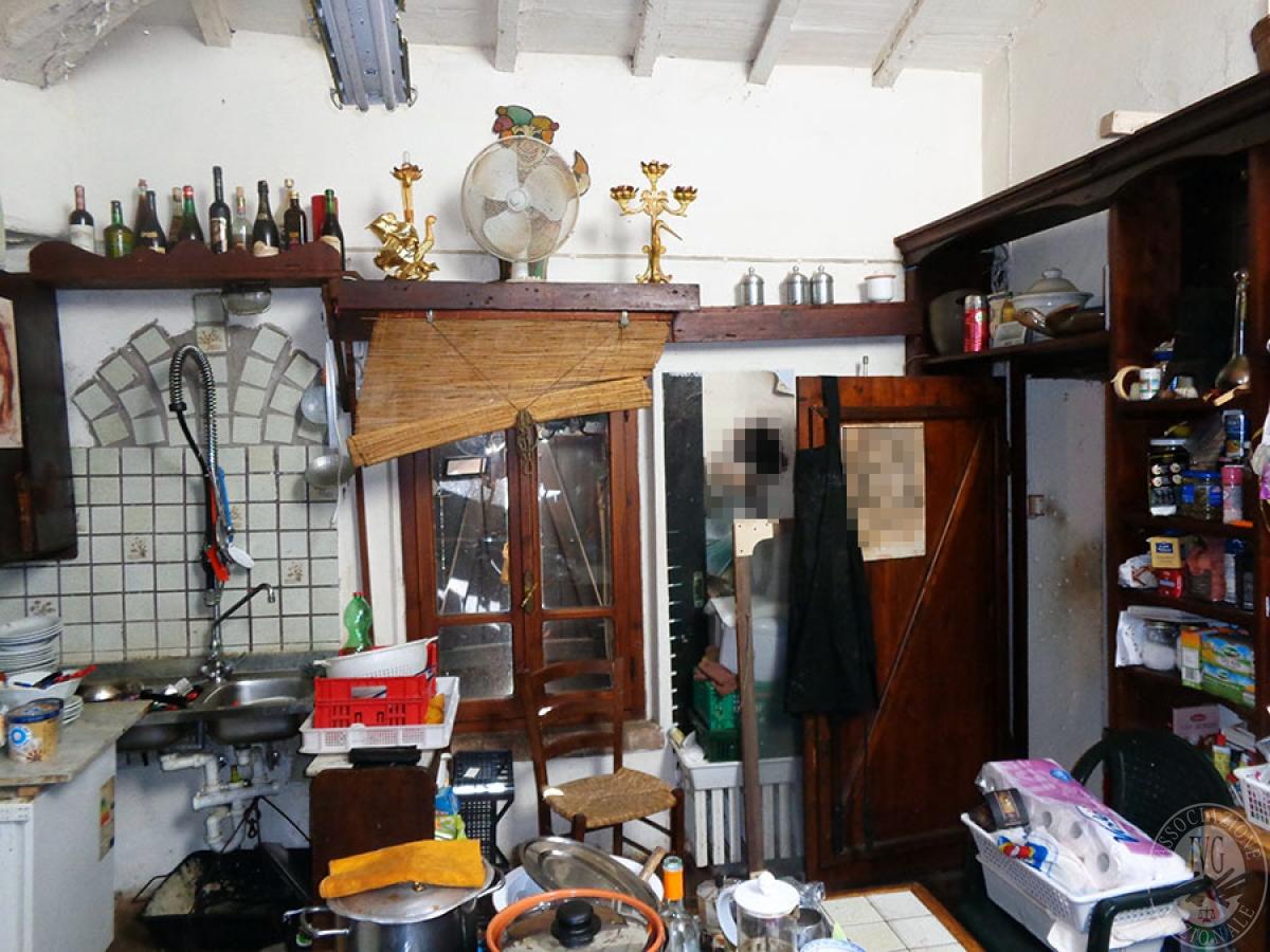 Appartamento, ristorante, terreni a MARCIANO DELLA CHIANA in Via dell'Esse 46