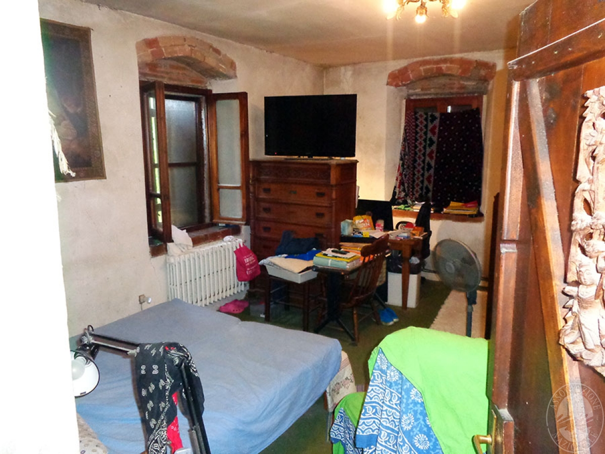Appartamento, ristorante, terreni a MARCIANO DELLA CHIANA in Via dell'Esse 49