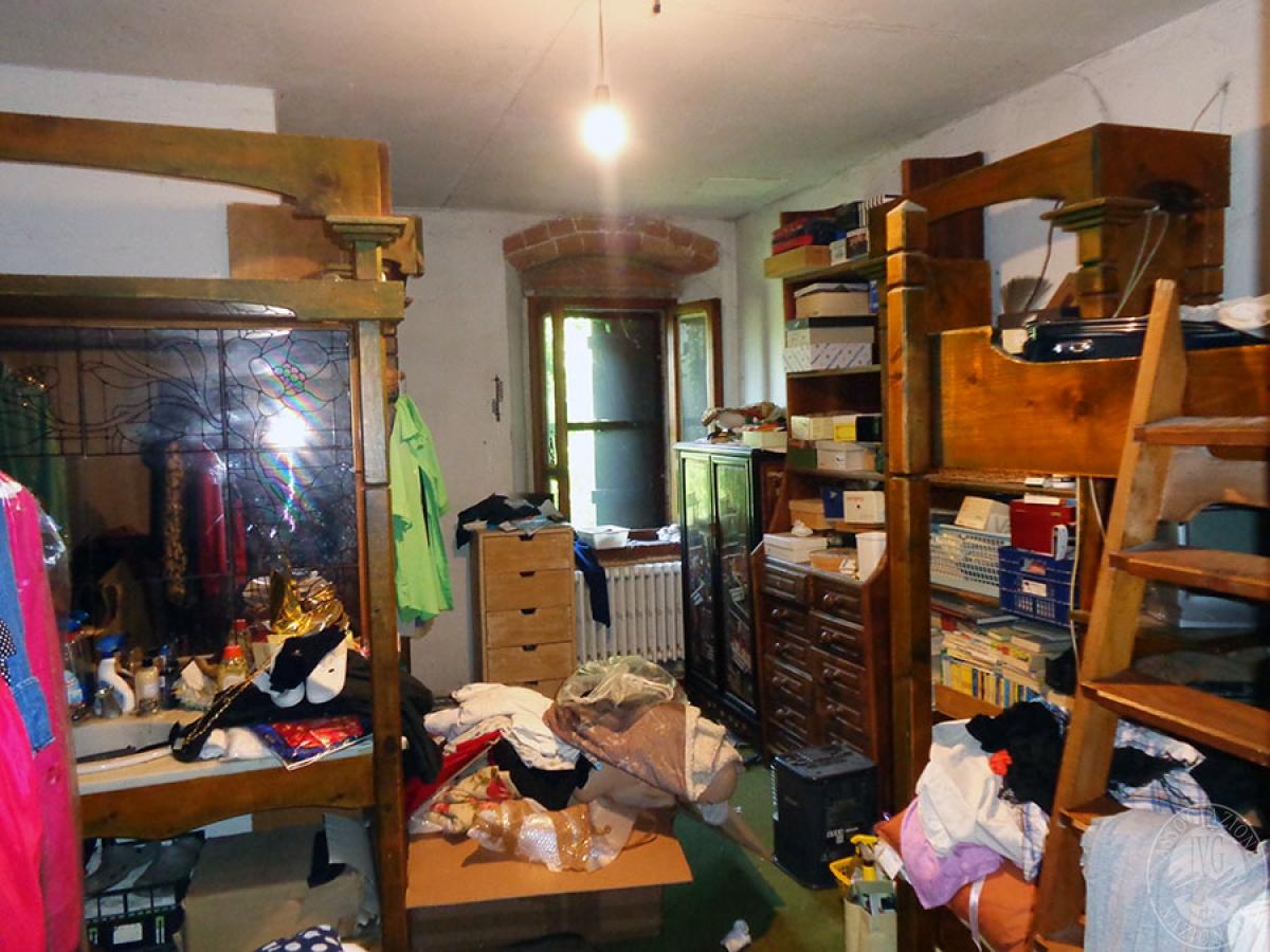 Appartamento, ristorante, terreni a MARCIANO DELLA CHIANA in Via dell'Esse 51