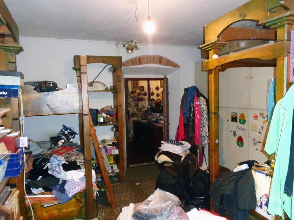 Appartamento, ristorante, terreni a MARCIANO DELLA CHIANA in Via dell'Esse 52