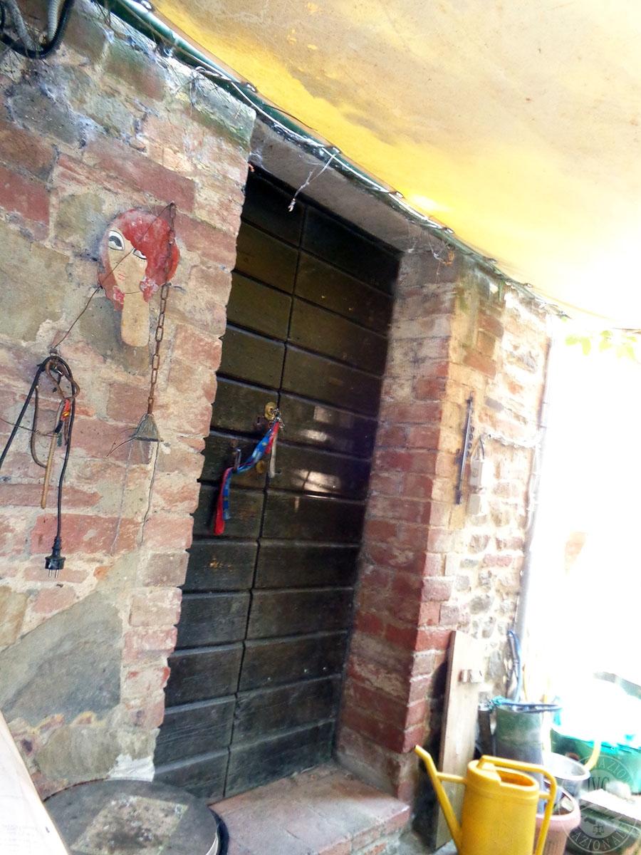 Appartamento, ristorante, terreni a MARCIANO DELLA CHIANA in Via dell'Esse 63