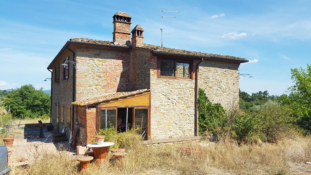 Colonica con terreni a CIVITELLA IN VAL DI CHIANA in loc. Querceto - Lotto 1A 0