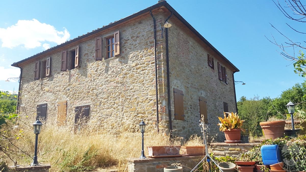 Colonica con terreni a CIVITELLA IN VAL DI CHIANA in loc. Querceto - Lotto 1A 1