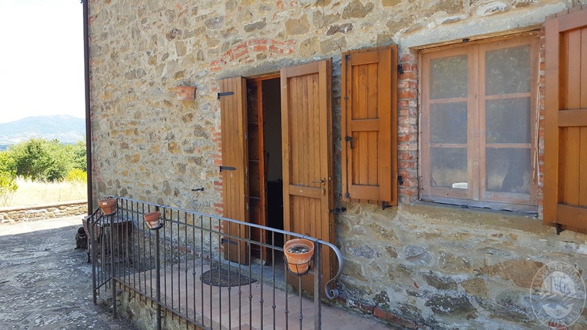 Colonica con terreni a CIVITELLA IN VAL DI CHIANA in loc. Querceto - Lotto 1A 2