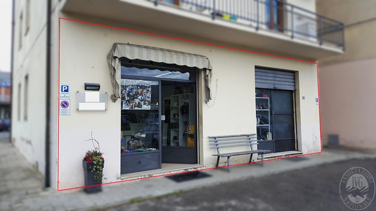 Negozio e laboratorio a CAPOLONA in Viale Dante