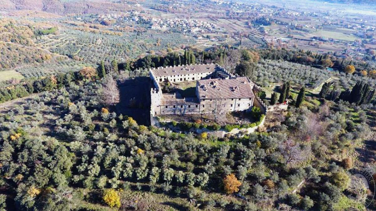 Castello ad AREZZO in loc. Battifolle 6