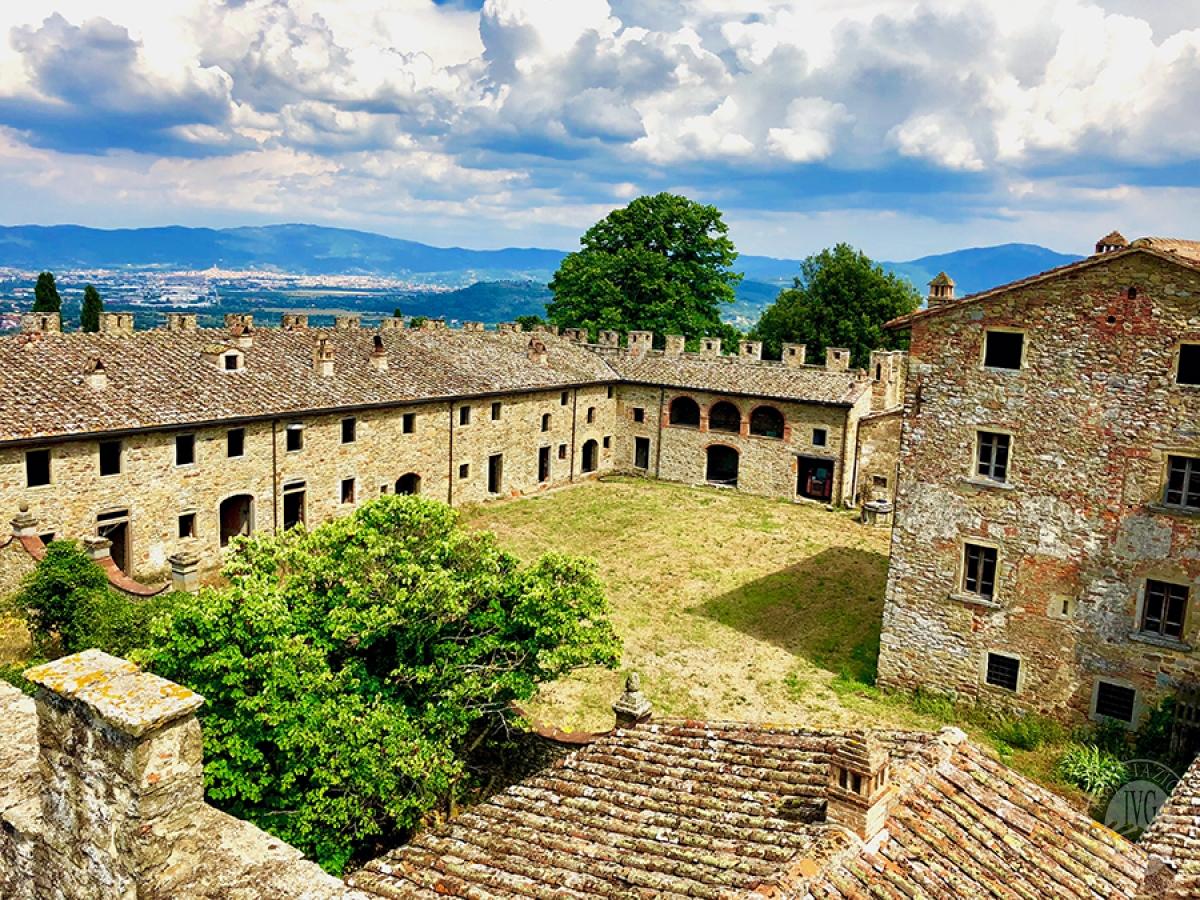 Castello ad AREZZO in loc. Battifolle 10