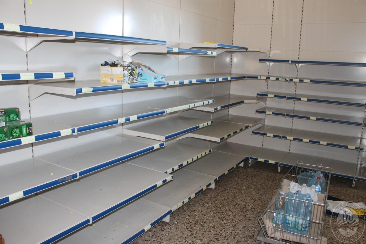 Arredamento per negozio di alimentari 1