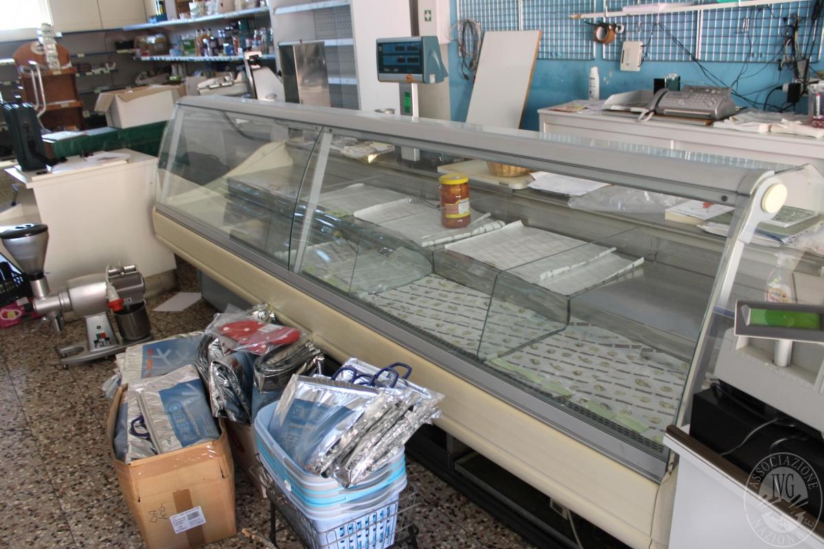 Arredamento per negozio di alimentari 0