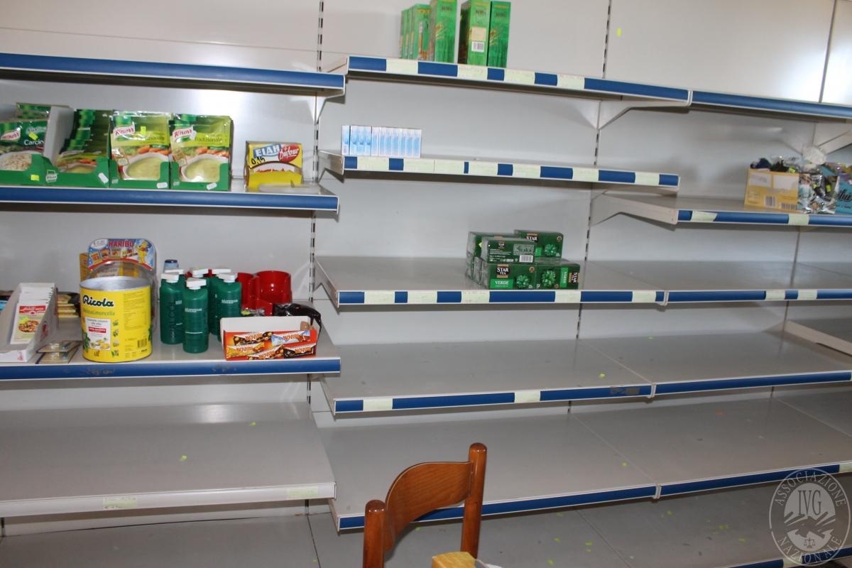Arredamento per negozio di alimentari 2