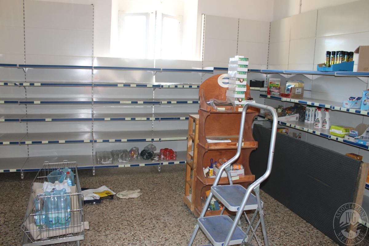 Arredamento per negozio di alimentari 8
