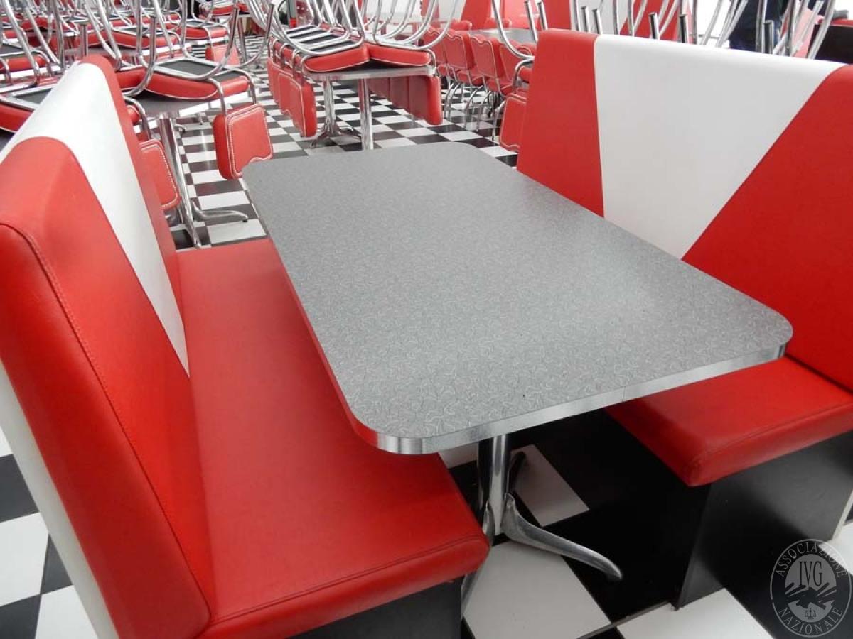 Rif. 39 + 45 B) Due panche in pelle rossa + tavolo 150 x 80  VENDITA ONLINE 8 SETTEMBRE 2020