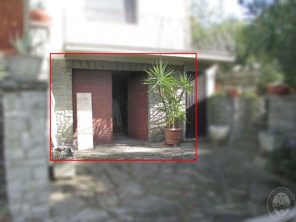 Locale garage in CASTIGLION FIORENTINO, via Umbro Casentinese - LOTTO 1