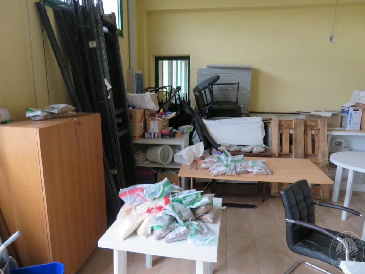 Attrezzature negozio + articoli per la pulizia, etc   VENDITA ONLINE 2