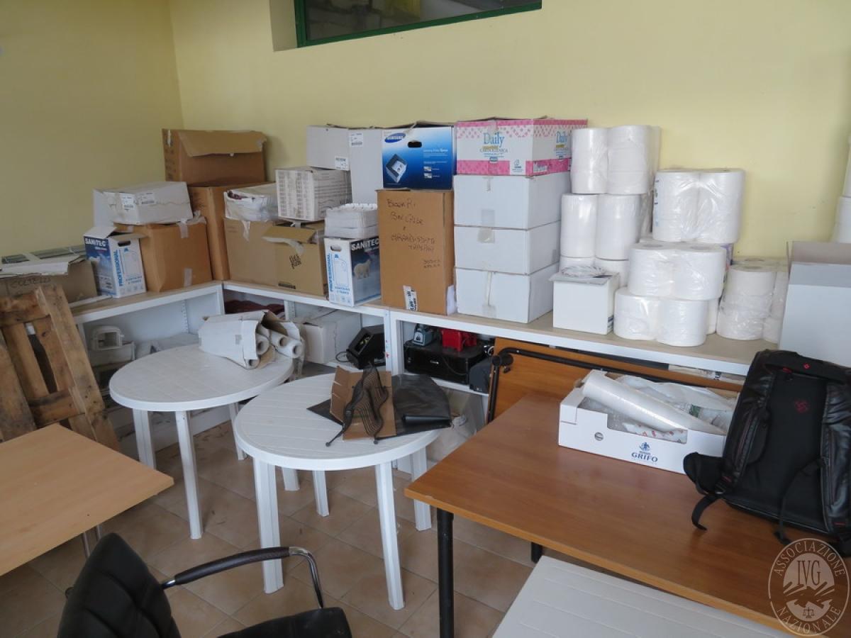 Attrezzature negozio + articoli per la pulizia, etc   VENDITA ONLINE 1