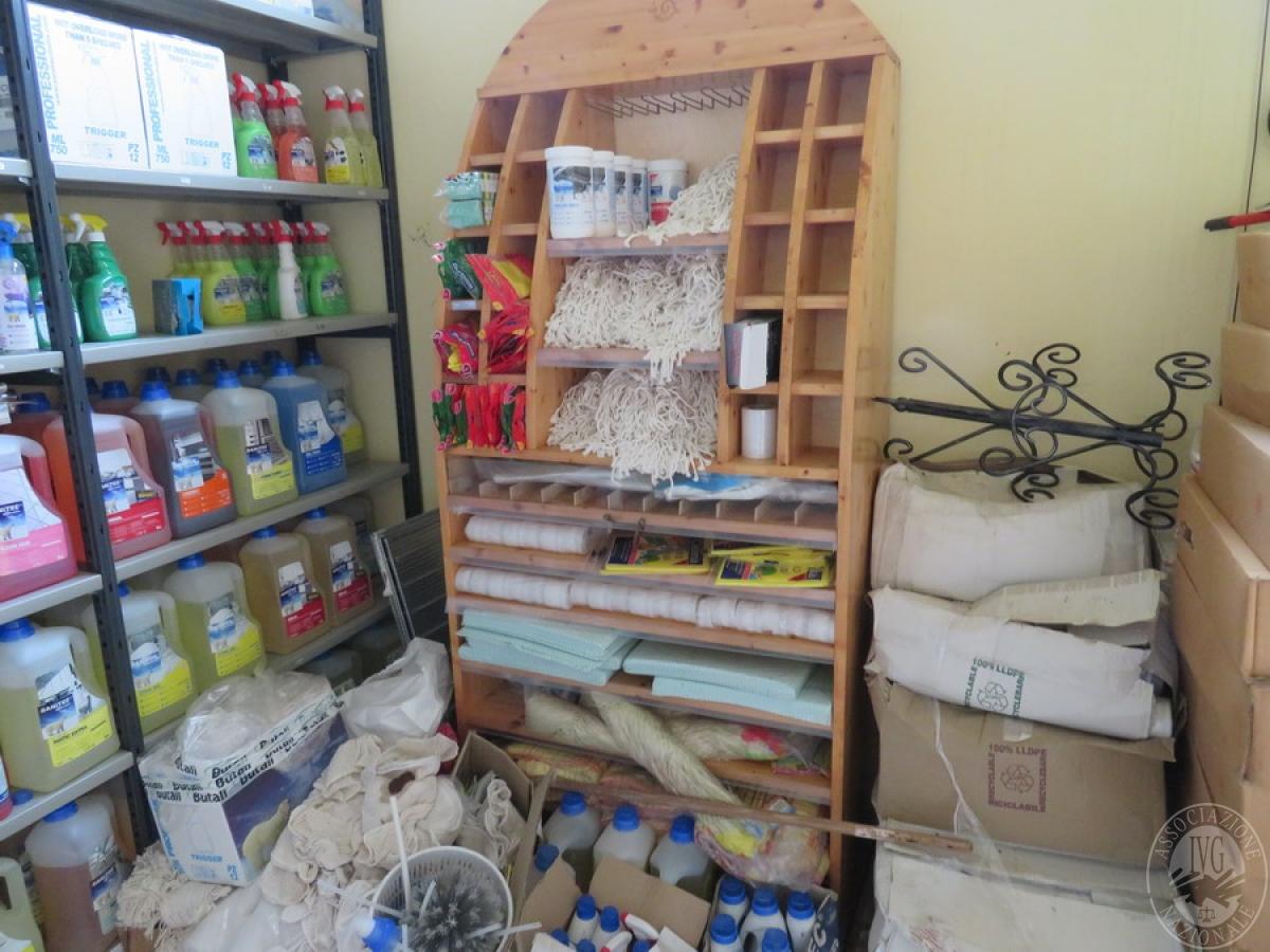 Attrezzature negozio + articoli per la pulizia, etc   VENDITA ONLINE 13