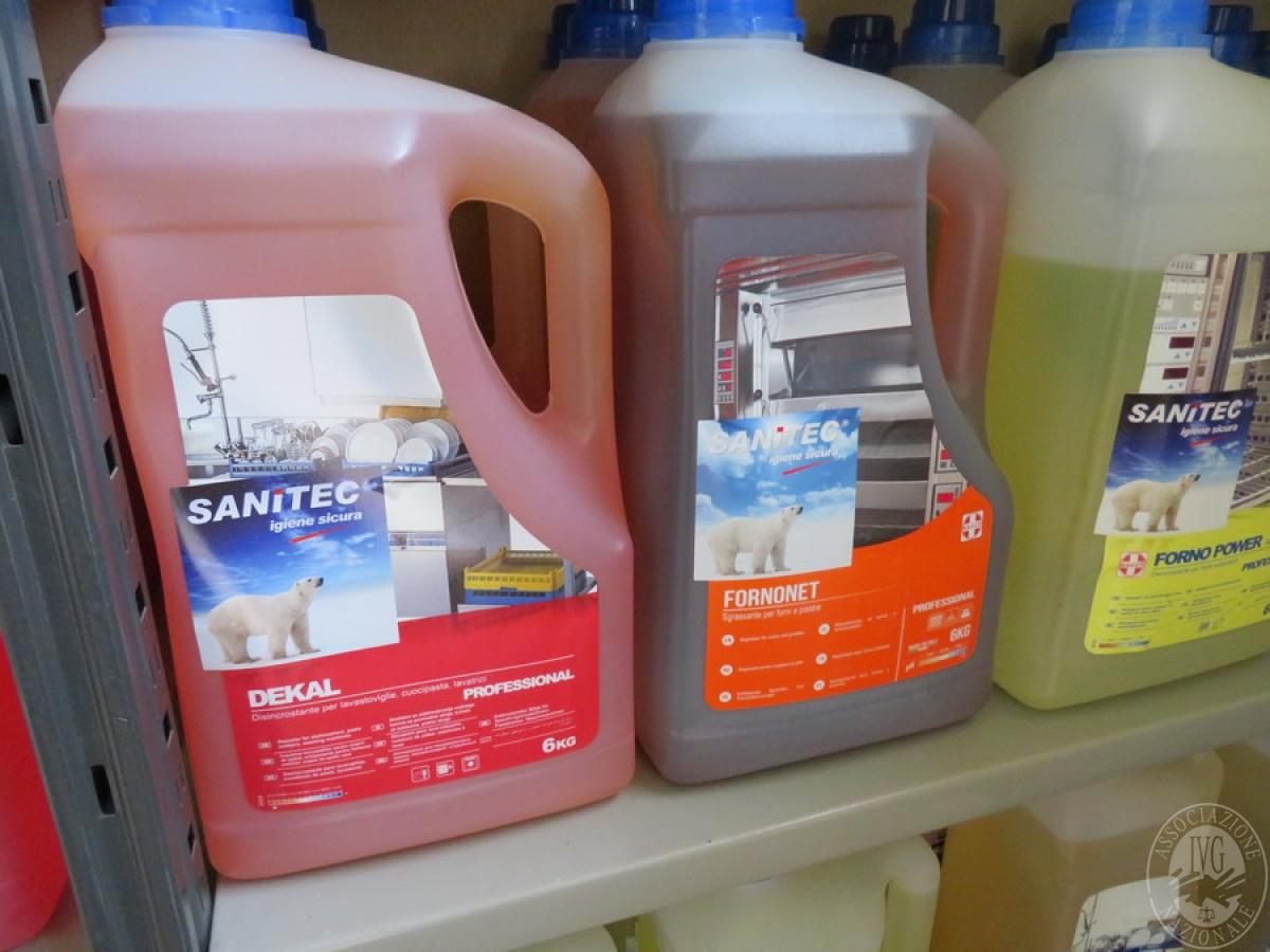 Attrezzature negozio + articoli per la pulizia, etc   VENDITA ONLINE 17