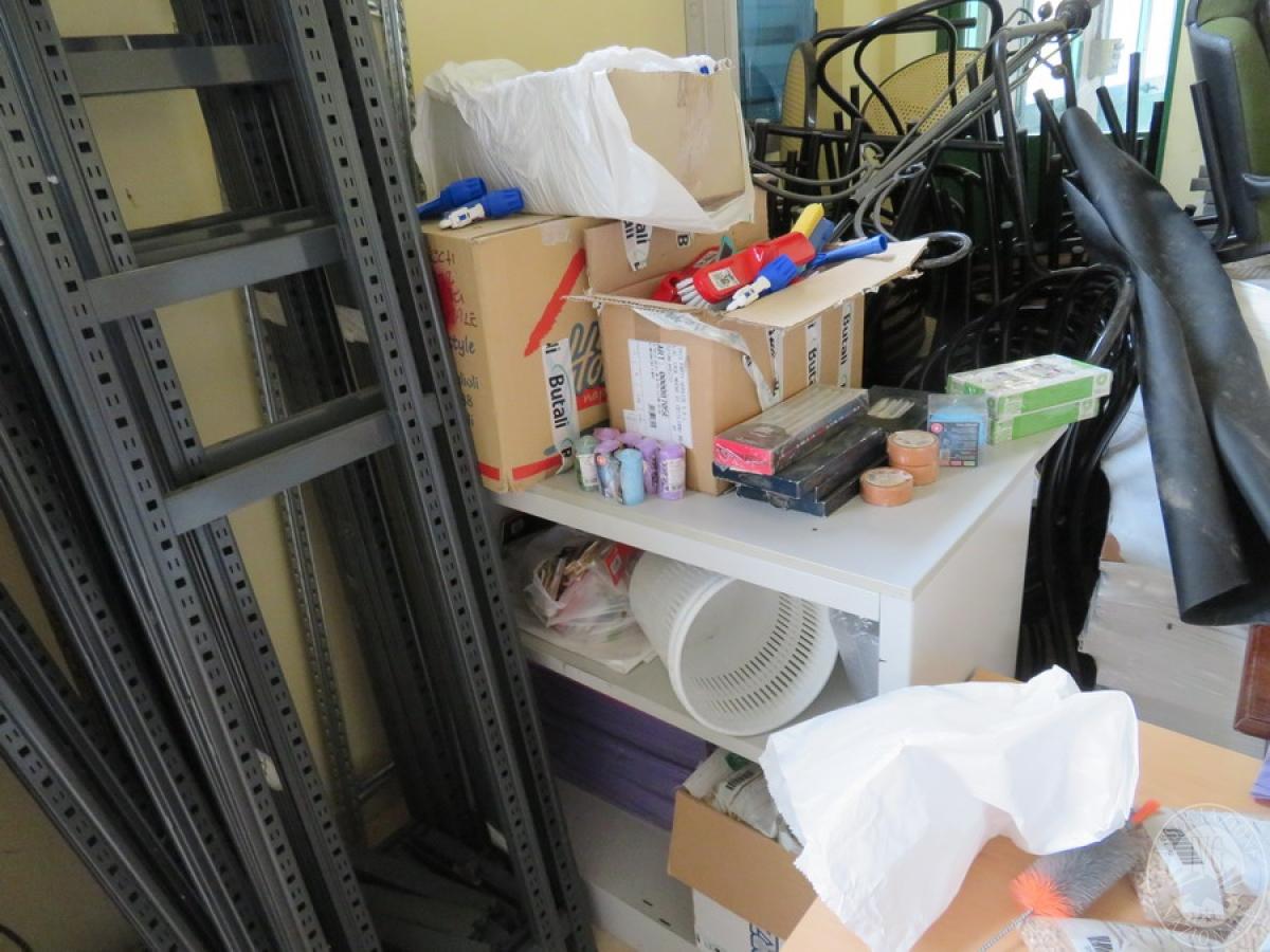 Attrezzature negozio + articoli per la pulizia, etc   VENDITA ONLINE 36