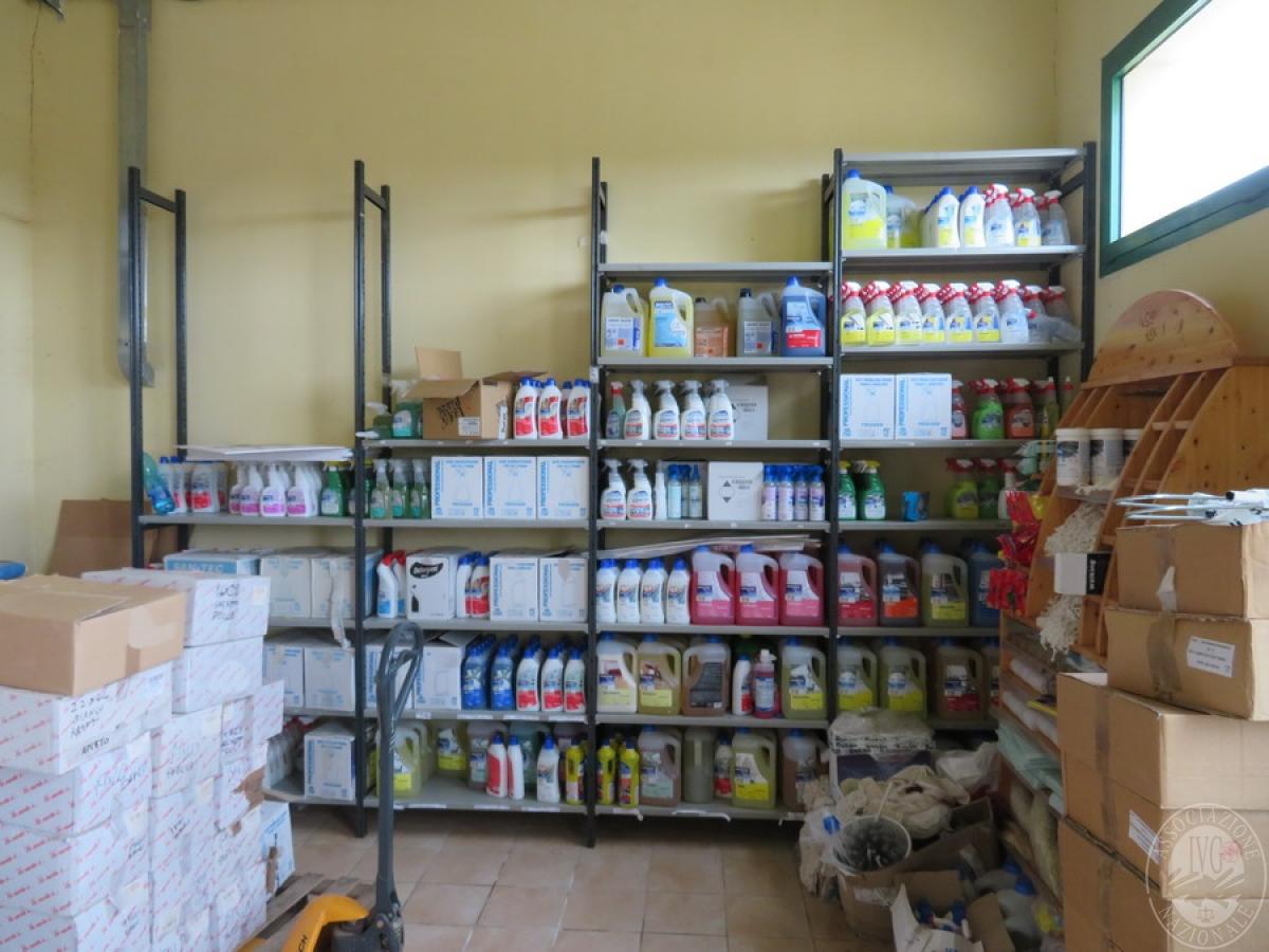 Attrezzature negozio + articoli per la pulizia, etc   VENDITA ONLINE 39