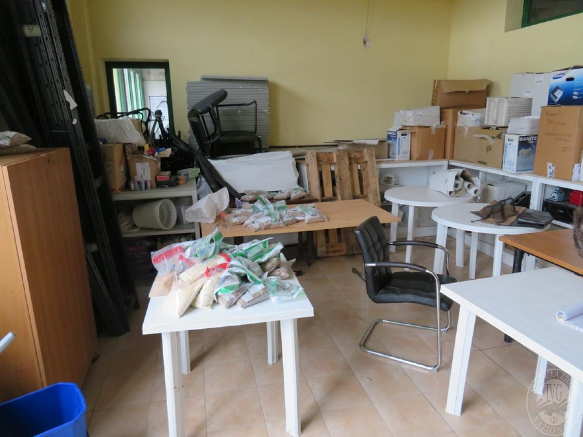 Attrezzature negozio + articoli per la pulizia, etc   VENDITA ONLINE 42