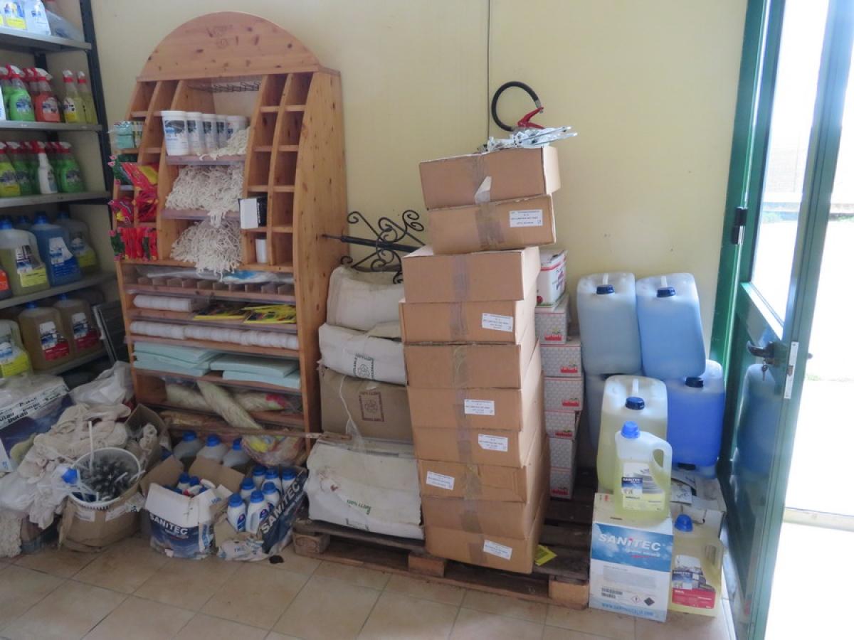 Attrezzature negozio + articoli per la pulizia, etc   VENDITA ONLINE 43