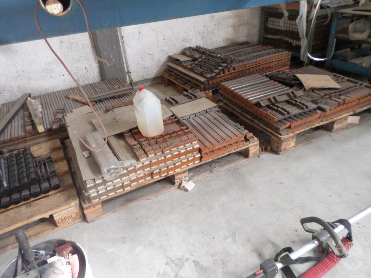 Importante magazzino componenti costruzione e ricambistica macchinari lavorazione legno 47