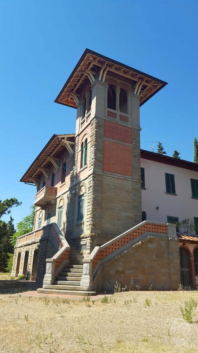 Villa a LORO CIUFFENNA in Via Setteponti Levante