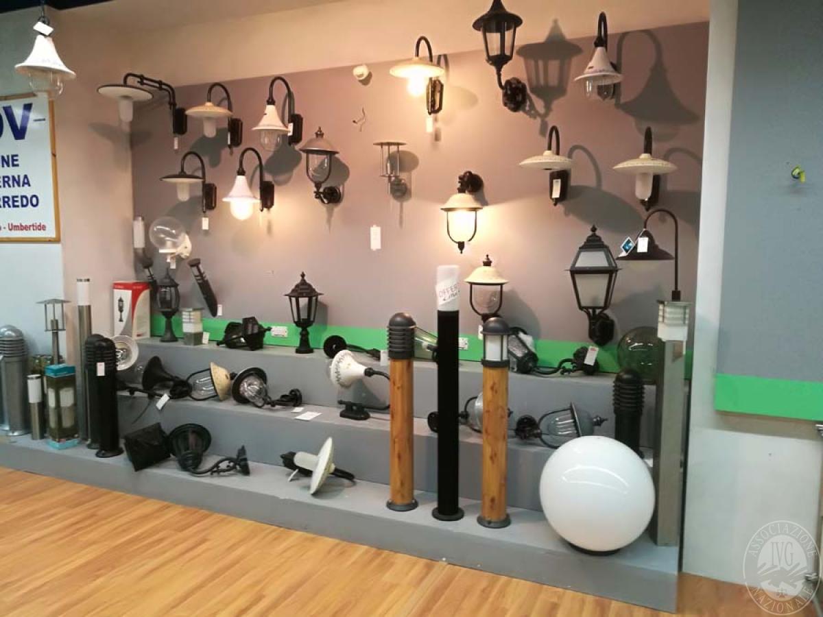 Lampade + materiale elettrico + arredamento da negozio   VENDITA ONLINE