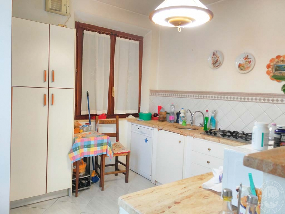Appartamento e magazzino a CASTELNUOVO BERARDENGA 2