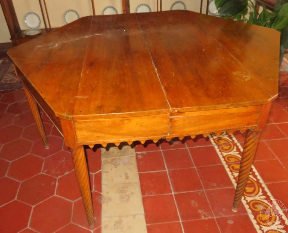 Rif. 1) Tavolo in legno esagonale   VENDITA 28 GENNAIO 2020 CON GARA ONLINE RACCOLTA DI OFFERTE