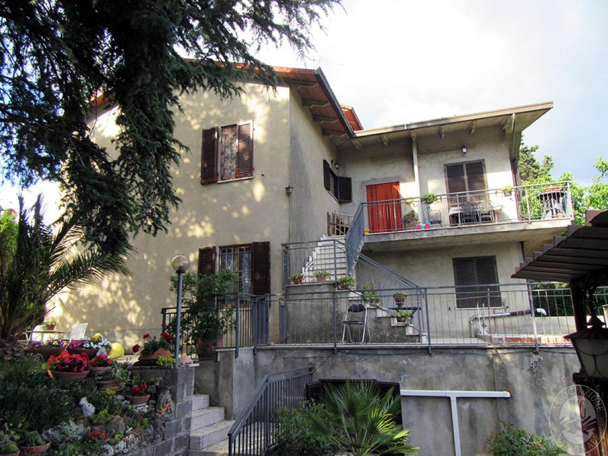 Appartamento a CHIUSI in loc. Montebello 36