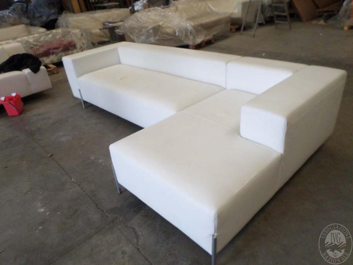 LOTTO 13: rif. 775) divano poggio 211 con chaise longue in pelle       VENDITA ONLINE