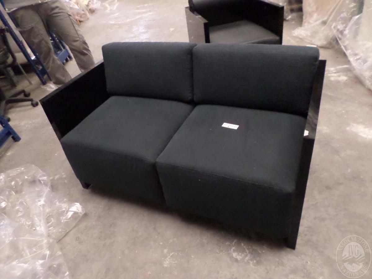 LOTTO 22 A: rif. 773) prototipo dado divano 2 posti          VENDITA ONLINE