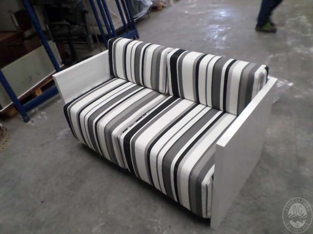 LOTTO 22 B: rif. 773) prototipo dado divano 2 posti          VENDITA ONLINE 0